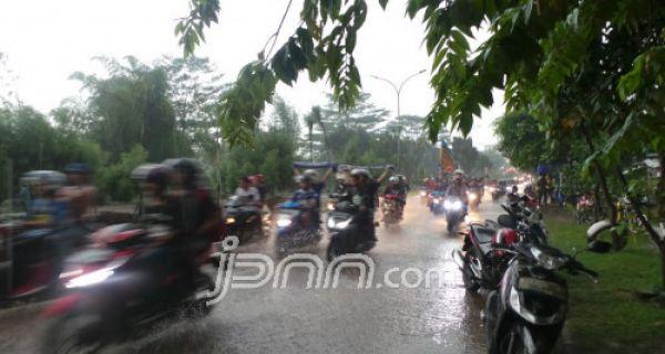 BMKG: Pekan Ini Diprediksi Hujan Lebat dan Angin Kencang di Sejumlah Daerah Ini - JPNN.COM