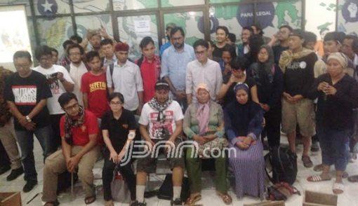 Sepenggal Kisah Patmi, Kartini Kendeng Menyemen Kaki - JPNN.COM