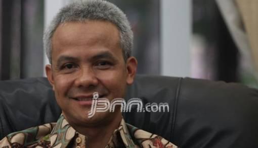Ganjar Beber Kiat Jateng Raih Pelayanan Satu Pintu Terbaik - JPNN.COM