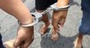 Pesta Terlarang di Salon Berantakan Karena Polisi Datang - JPNN.com