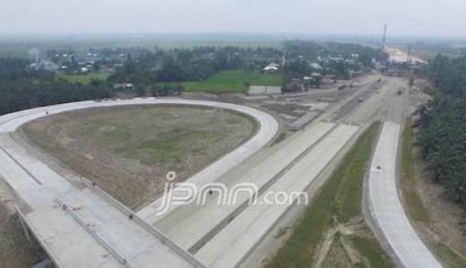 Dapat Rp 31 T, HK Rampungkan Jalan Tol Trans Sumatera - JPNN.COM