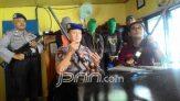 Dikejar Petugas, Perampok Nyemplung ke Tambak - JPNN.COM