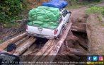 Kasihan! Akses Putus, Warga Kaltara Beli Bahan Pokok di Malaysia - JPNN.COM