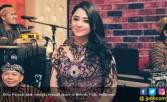 Dewi Perssik Berduka - JPNN.COM