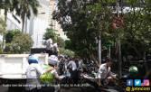 Awas Parkir di Trotoar, Motor Langsung Diangkut Petugas - JPNN.COM
