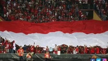 Suporter Timnas Indonesia. Foto: Hendra Eka/dok.JPNN.com