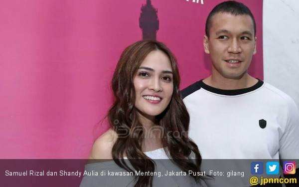 Samuel Rizal Sedih Tinggalkan Anak Syuting ke Paris - JPNN.com