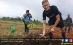 Pembalap TdM 2017 Diajak Tanam Pohon Langka di Maluku - JPNN.COM