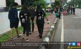 Pakai Kaus Adegan Dewasa, 4 Remaja Keluyuran di Depan Masjid - JPNN.COM