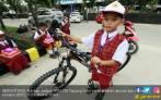 Disuruh Turun dari Panggung, Siswa SD Minta Sepeda ke Jokowi - JPNN.COM