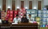 Petugas KPU Letih, Rebahkan Kepala Sejenak di Atas Meja - JPNN.COM