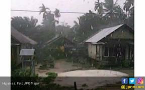 Hujan Es, Warga Lari Berhamburan - JPNN.COM