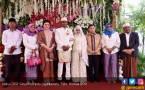 Hadiri Pernikahan Warga di Kupang, Novanto Diserbu Ibu-Ibu - JPNN.COM