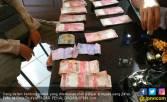 Pelajar Temukan Uang Puluhan Juta Nyangkut di Pohon, Heboh - JPNN.COM