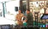 Temui Pangdam Jaya, Anies Baswedan Dapat Cendera Mata - JPNN.COM