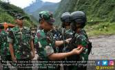 Jenderal Gatot Pastikan Pasukan TNI-Polri Masih Memburu KKB - JPNN.COM