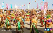 1000 Penari Siap Goyang Festival Nusa Penida 2017 - JPNN.COM