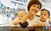 Salah Satu Anak Kembar Cynthia Lamusu Nyaris Buta - JPNN.COM
