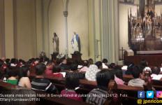 Ribuan Umat Katolik Penuhi Gereja Katedral Jakarta - JPNN.com