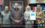Sori, Pakde Karwo Ogah Jadi Jurkam untuk Mbak Khofifah - JPNN.COM