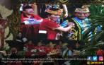 Pakai Baju Dayak, Karolin-Gidot Jago PDIP di Pilgub Kalbar - JPNN.COM
