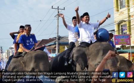 Unik, Mustafa-Ahmad Jajuli Daftar ke KPU Naik Gajah