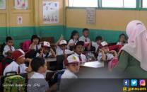Mulai Besok Berebut Kursi SD dan SMP Negeri - JPNN.COM