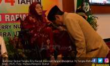 Gubernur Erry Nuradi Bersimpuh, Bersyukur Miliki Ibu Bertuah