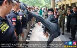 Kronologis Tendangan Maut Wali Kota Mataram ke Satpol PP - JPNN.COM