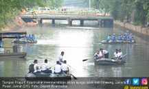 Sungai Jakarta Menyempit Diuruk Warga