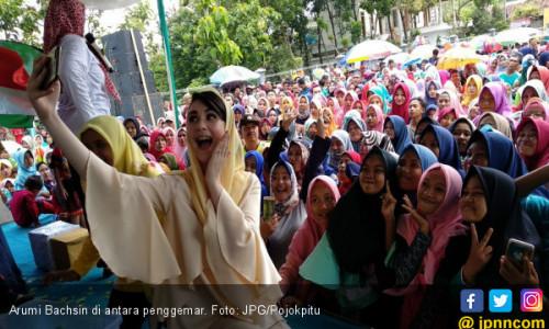 Arumi Bachsin Tebar Pesona Jelang Pilkada Jatim