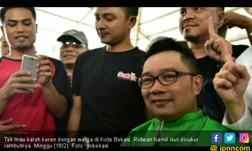 Ridwan Kamil Boyong 300 Tukang Cukur ke Bekasi