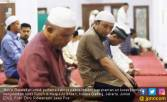 Novel Kembali Lewati Jalan Tempat Dia Disiram Air Keras - JPNN.COM