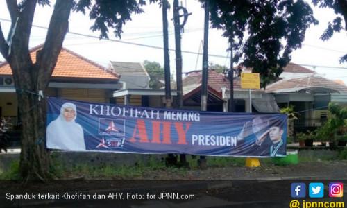 Prit! Beredar Spanduk Khofifah Menang, AHY Presiden