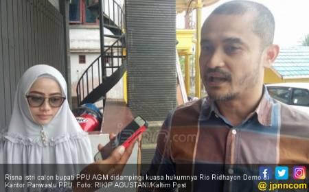 Istri Cabup Beri Nasi Bungkus Berstiker Paslon, Heboh