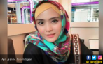Respons April Jasmine Soal Isu Diselingkuhi Ustaz Solmed - JPNN.COM