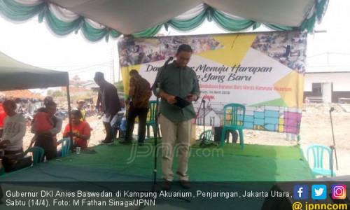 Anies Sandi Sambut Anies Baswedan di Kampung Akuarium