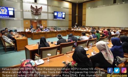 DPR: Kemenag Cukup Cabut Izin Penerimaan Jemaah Umrah Baru