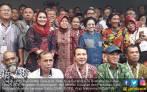 Megawati Soekarnoputri: Bu Risma Ini Wali Kota atau Preman? - JPNN.COM