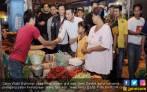 Seru, Emil Dardak Sahur Bareng Pedagang Pasar - JPNN.COM
