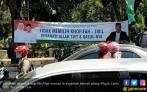 Panwaslu Copot Spanduk Serang Khofifah - JPNN.COM