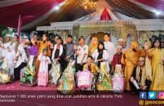 Puluhan Artis Beri Santunan untuk 1.000 anak Yatim - JPNN.com