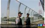 7 Jembatan Penyeberangan Orang Dijaga Polisi - JPNN.COM