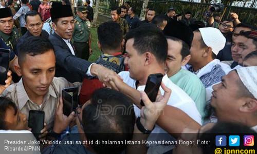 Ribuan Orang Rela Antre Demi Bersalaman dengan Pak Jokowi