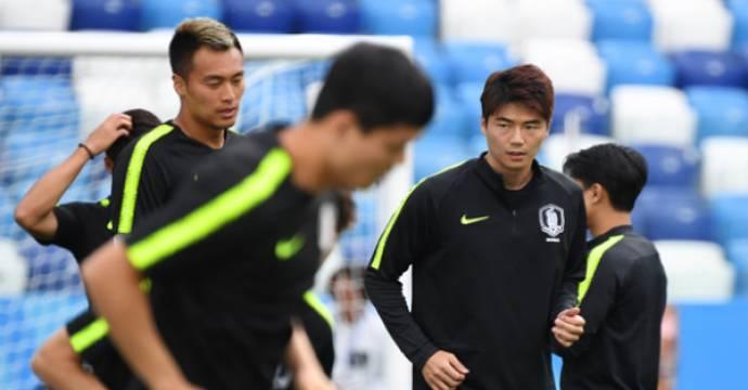 Kapten Timnas Korea Ki Sung-yueng (kanan). Foto: AFP