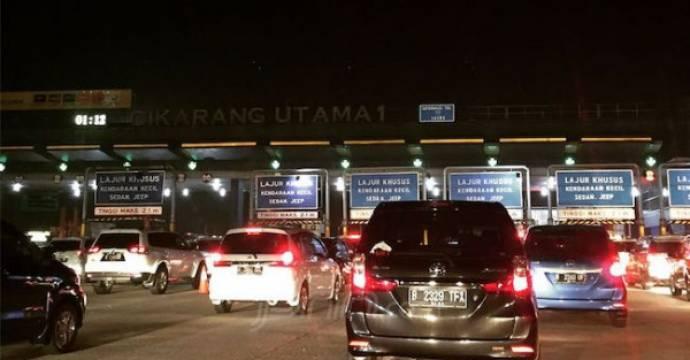 Gerbang Tol Cikarang Utama saat musim mudik Lebaran 2018. Foto: Ayatollah Antoni/JPNN