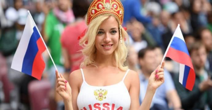 Fan Rusia di pertandingan pembukaan Piala Dunia di Luzhniki. Moscow. Foto: Aleksey Filippov/Sputnik