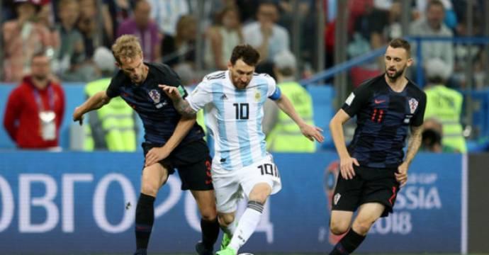 Lionel Messi (10) belum bisa membawa Argentina bersinar di Piala Dunia 2018. Foto: AFP