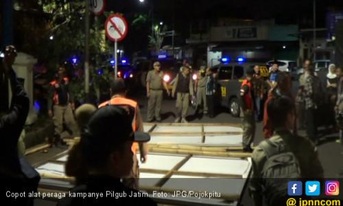 Baliho dan Spanduk Kampanye Pilgub Jatim Dicopot