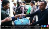 Tas Frozen ini Bikin Warga Karang Asih Geger - JPNN.COM